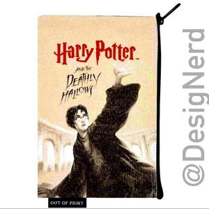 HARRY POTTER AND THE DEATHLY HALLOWS ZIPPER POUCH